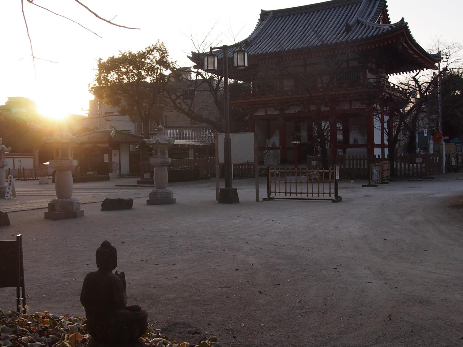目黒不動尊(龍泉寺)の冬の日の出